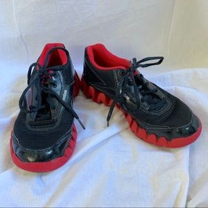 Reebok Zigtech shoes black red Boys size 1